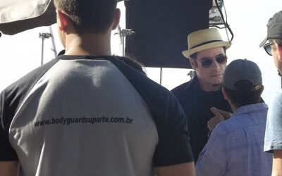 John Travolta estrela comercial da cachaça Ypioca